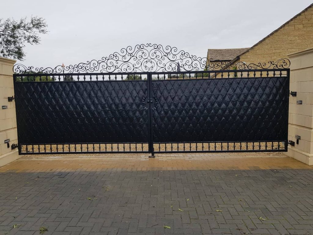 Electric Gates Henley example showing an automatic gate installation in Henley