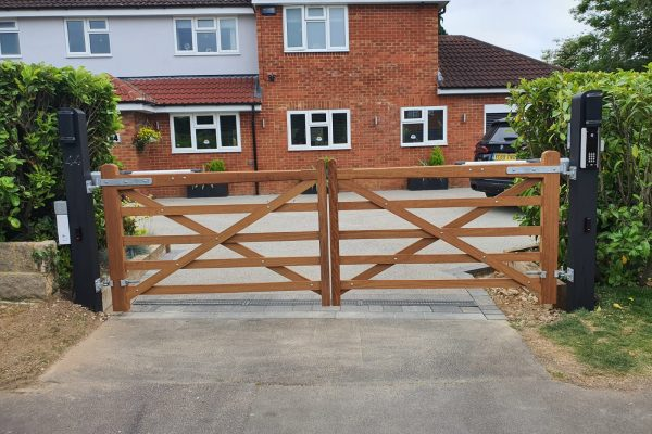 Newbury Electric Gates. Example showing an electric gate installation in Newbury.